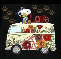 Hippie Snoopy,love Snoopy have collection from Peanuts Gang, Peanuts Cartoon, Snoopy Love, Snoopy Et Woodstock, Images Snoopy, Snoopy Pictures, Art Pictures, Photos, Paz Hippie