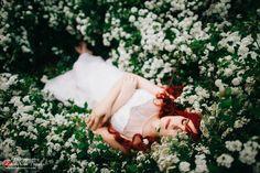 OKeyteam, портретная фотография, мультиэкспозиция, девушка, рыжие волосы, цветы, весна, лежит, сказка, волшебство, красота, цветение, арт, коллаж. www.okeyteam.com