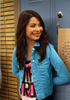 Carly's style on iCarly is my fashion inspiration. I love the outfits she wears in the last 3 seasons of the show.