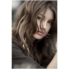 Shailene Woodley- I want her hair! Shailene Woodley Photoshoot, Shailene Woodly, Elsa Hair, Female Character Inspiration, Brunette Girl, Beautiful Girl Image, Foto Pose, Beauty Full Girl, Poses