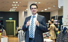 Philipp Hostettler, Gewinner unseres Gewinnspiels, in einem PKZ Anzug. Edel, modern - gut angezogen mit PKZ Men.