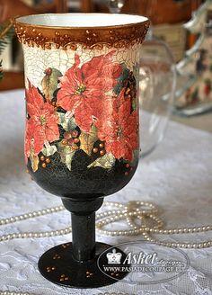 christmas vase with poisetia Christmas Vases, Christmas Decoupage, Christmas China, Christmas Crafts, Decoupage Glass, Decoupage Art, Diy Bottle, Wine Bottle Crafts, Altered Bottles