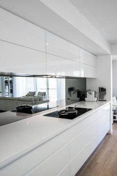 55 Amazing And Luxury White Kitchen Design Ideas White Kitchen Cabinets Amazing Design Ideas kitc Kitchen Luxury White Interior Design Minimalist, Luxury Kitchen Design, Luxury Kitchens, Interior Design Kitchen, Kitchen Designs, Modern Kitchens, Diy Interior, Modern Interior, Tuscan Kitchens
