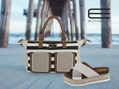 Sandalia de esparto y efecto metalizado y bolso con print marinero, todo de E.Ferri.