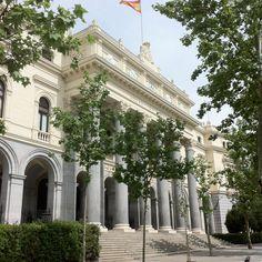 """La bolsa de Madrid. Como diría una profesora de la universidad a la que aprecio mucho: """"esas instituciones que arruinan la vida de las persona"""""""