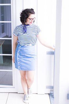 Handmade Outfit: Blaues Streifenshirt, hellblauer Jeansrock und Halstuch für den Sommerlook - Schnittmuster Rock Arielle von Tilly & the Buttons und Shirt Jane vom Seamwork Magazine