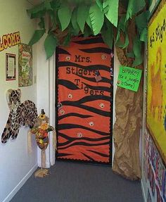Pictures of halls, walls and bulletin boards. Thinking of loosing the camping theme for next year and going with a jungle one instead. This is so fun! Decoration Creche, Class Decoration, Kindergarten Decoration, Jungle Theme Classroom, Classroom Themes, Rainforest Classroom, Rainforest Theme, Classroom Images, Classroom Bulletin Boards