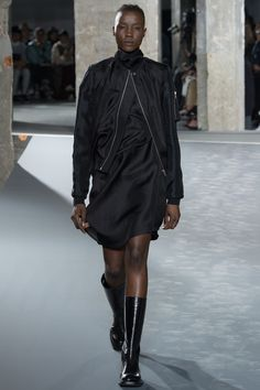 Rick Owens Spring 2016 Ready-to-Wear Collection Photos - Vogue Rick Owens, Fashion Week, Spring Fashion, Fashion Show, Womens Fashion, Fashion 2016, Paris Fashion, Fashion Brands, Big Black Boots