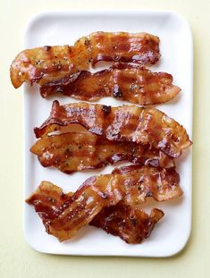 The Epicurious Test Kitchen gets to the bottom of the great bacon debate.