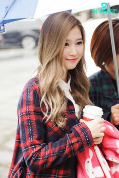 Twice - SANA THAT DOSNT LOOK LIKE SANA IN THIS PHOTO