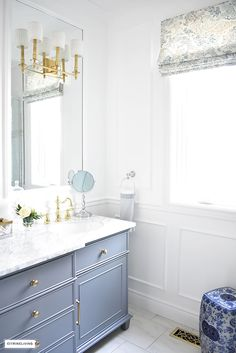 Gorgeous traditional meets modern master bathroom reveal with an elegant color palette of grey, white and brass, accented with blue and white chinoiserie. Gray And White Bathroom, Modern Master Bathroom, Grey Bathrooms, Beautiful Bathrooms, Small Bathroom, Bathroom Design Inspiration, Bathroom Interior Design, Decor Interior Design, Interior Decorating
