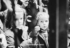 #trouwen #huwelijk #foto #trouwreportage www.Artstudio23.com #wedding series #love and #marriage pictures by Melanie E. Rijkers and Hans van Nunen #breda #fotostudio en opleidingen - Kids waiting for the couple