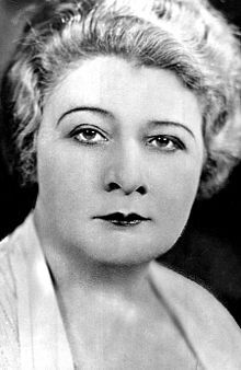 Died ♦ February 1966 - Sophie Tucker, Ukrainian-born American singer, comedian, actress, and radio personality. Jewish Comedians, Henny Youngman, Moving To Boston, Jazz Songs, Rap Metal, Jewish Men, All About That Bass, Radio Personality, Silent Film