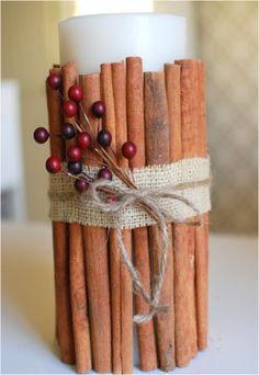 Een kaars met kaneelstokjes Candle - Geeft een heerlijke geur in huis -  Cinnamon Stick Candle – A Wonderful Scent For Your Home