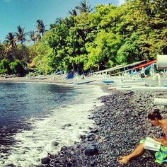 Reading. Beach at Tulamben, Bali. Indonesia. #lolosianipar
