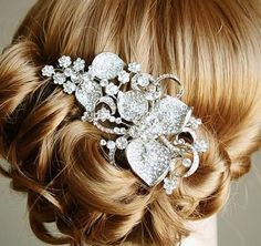 Eye-Catching Art Deco Rhinestone Flower Bridal Hair Comb