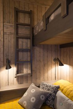 100 Simple Bedroom Ideas to Make Your Space Look Expensive Cabin Interior Design, Rustic Bedroom Design, Bedroom Decor, Bedroom Ideas, Cabin Interiors, Cozy Cabin, Bungalows, Interior Design Living Room, Villa