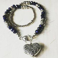 Collar 💖CUORE 💖  con cristales color azul noche y mosqueton con dije corazón importados 😍😍😍😍😍😍💕💕💕 #angelesdecristalaccesorios👼💎 #heart #cuore #style #fashiongirls #instastories #fashionjewelry #cute #beautiful #handmade #fashiongram #mujeresemprendedoras #emprendedores
