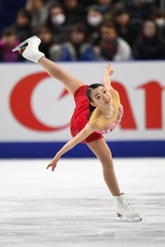 Rika Kihira of Japan competes in the ladies free skating during day three of the All Japan Figure Skating Championships at the Musashino Forest Sports Plaza on December 2017 in Chofu, Tokyo, Japan. Roller Skating, Ice Skating, Figure Skating, Japanese Figure Skater, Ice Dance, Sports Figures, Athletic Women, Sport Girl, Lunges