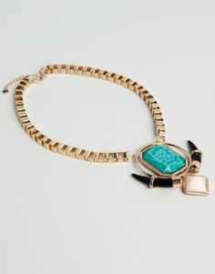 :NECKLACE WITH TURQUOISE STONE AND HORN DETAIL
