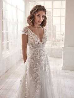 The Top Wedding Dress Trends of 2020 - New ideas Wedding Dress Tight, Civil Wedding Dresses, Wedding Dress With Pockets, Wedding Dress Trends, Boho Wedding Dress, Dream Wedding Dresses, Bridal Dresses, Petite Bride Wedding Dress, Wedding Dresses Simple Short