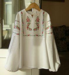 Pakistani Fashion Casual, Pakistani Dresses Casual, Pakistani Dress Design, Tunic Designs, Kurta Designs Women, Embroidery Suits Design, Embroidery Fashion, Indian Embroidery, Lace Top Dress
