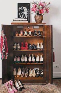Como organizar sapatos.  http://casa.abril.com.br/materia/boas-ideias-para-guardar-sapatos?utm_source=redesabril_casas&utm_medium=facebook&utm_campaign=redesabril_minhacasa#2