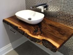 Trendy live edge furniture brings nature's beauty to your home decor ideas Live Edge Wood Furniture & Decorating Ideas for Home Live Edge Furniture, Living Furniture, Rustic Furniture, Furniture Decor, Furniture Design, Barbie Furniture, Pallet Furniture, Bathroom Furniture, Furniture Plans