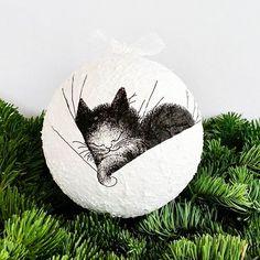 Kot już poszedł spać, a ja kończę kolejny filmik.... #goodnight #night #zróbtosam #bombka #święta #christmas #Christmaswreath #bauble #wymysłymalitki #dekoracja #inspiracja #wnętrze #bożenarodzenie #ozdoby #ozdobyświąteczne #xmas #homedecor #dodatkidodomu #cat #kot #cats #sleep Photo And Video, Instagram, Home Decor, Decoration Home, Room Decor, Home Interior Design, Home Decoration, Interior Design