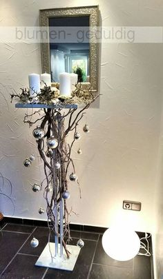 I would put a pretty thin Christmas tree on the top of the stand.Very simple but elegant, very clever idea.Are you looking for a real eye-catcher for your apartment? These 12 standing decor … - Christmas Crafts DiyThis Pin was discovered by OlgDisc Thin Christmas Tree, Christmas Candles, Christmas Home, White Christmas, Christmas Holidays, Apartment Christmas, Christmas Flowers, Rustic Christmas, Merry Christmas