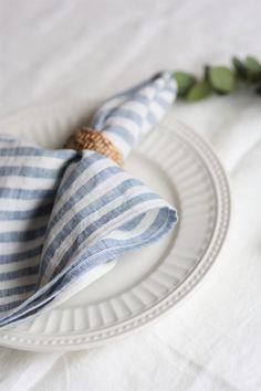 SET of linen napkins. Linen Tablecloth, Linen Napkins, Cloth Napkins, Napkins Set, Linen Duvet, Linen Fabric, A Table, Dinner Table, White Napkins
