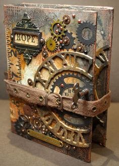 Journal intime => http://bellasscrappinspace.blogspot.fr/2014/10/compendium-of-curiosities-3-challenge-13.html