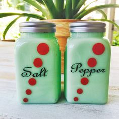 Vintage Jadeite Salt  Pepper Deco Dot Shakers // by ShopKingDude