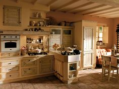 Stile mediterraneo cucina muratura ampie dimensioni tavolo sedie
