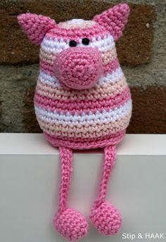 crochet pattern for little pig (in dutch) - Stip & HAAK: Varkentje Pip - I like the color combo Crochet Mignon, Crochet Pig, Crochet Baby Toys, Crochet Amigurumi, Cute Crochet, Crochet Animals, Knitting Patterns, Crochet Patterns, Little Pigs