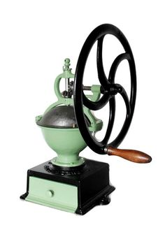Im proud to present this gorgeous and very rare Large & heavy Goldenberg Coffee Grinder No. 3 This Coffee grinder has been fully restored and Antique Coffee Grinder, Coffee Grinders, Coffee Cups, Coffee Maker, Cast Iron, It Cast, Latte, Farm Tools, Coffee Photography