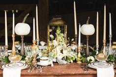 déco table automne avec citrouilles et bougeoirs