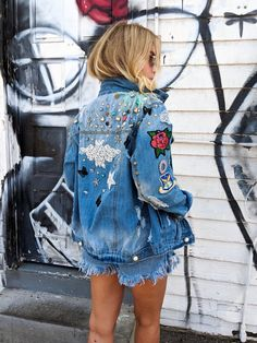 Denim Jacket Patches, Jean Jackets With Patches, Patch Jean Jacket, Denim Jackets, Camo Jacket Women, Diy Clothes Refashion, Painted Denim Jacket, Estilo Rock, Embellished Jeans