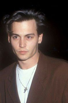 Young Johnny Depp, Johnny Depp Movies, Beautiful Boys, Pretty Boys, Beautiful People, Johnny Depp Leonardo Dicaprio, Johnny Depp Pictures, Celebrity Travel, Celebrity Dads
