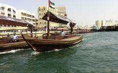 """Dubai tilbyder store kontraster: Det gamle Dubai er smeltet sammen med det nye og moderne Dubai og byen har rejst sig i en ørken med masser af historie og sjæl. For at få et større indblik i det historiske Dubai kan man tage på udflugten """"Dubai creek""""   http://www.falklauritsen.dk/rejser/asien/forenede-arabiske-emirater/dubai/udflugter"""
