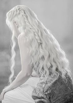 Game of Thrones und Daenerys Targaryen Targaryen gotedit - Tattoos Designs Character Inspiration, Hair Inspiration, Foto Fantasy, Long White Hair, Mother Of Dragons, Pale Skin, Ice Queen, Character Aesthetic, White Aesthetic