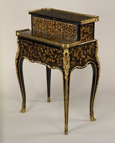 1760 French Table at the Metropolitan Museum of Art, New York - This mechanical table has been veneered with Japanese lacquer.