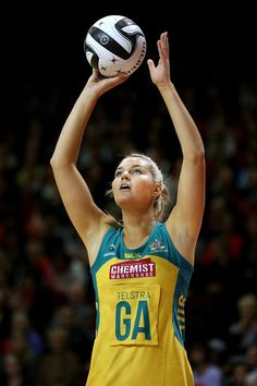 Gretel Tippett of Australia attempts a shot at goal during the Constellation Cup International Test match between the New Zealand Sliver Ferns and the Australia Diamonds on October 2016 in Invercargill, New Zealand. Volleyball Quotes, Coaching Volleyball, Volleyball Drills, Volleyball Gifts, Softball Players, Girls Softball, Girls Basketball, Celebrity Travel, Celebrity Photos