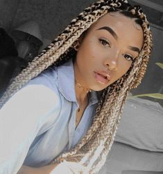 Hairspiration: Blond Box Braids & Twists They say blonds have more fun, so why not start living it up with some blond box braids or twists! Box Braids Hairstyles, Try On Hairstyles, Chic Hairstyles, Trending Hairstyles, Blonde Hairstyles, Dreadlock Hairstyles, Hair Updo, Cornrows, Kanekalon Braids