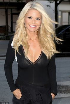 Christie Brinkley Work of a glam squad: The gorgeous blonde's locks look to have received a fresh blow dry, as her tresses were thick and full of body Beautiful Old Woman, Gorgeous Women, Beautiful People, Sexy Older Women, Old Women, Balayage Blond, Drop Dead Gorgeous, Gorgeous Blonde, Ageless Beauty
