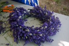 Making a Lavender Wreath Lavender Wands, Lavender Wreath, Lavender Green, Diy Wreath, Burlap Wreath, Wreaths, Color Lavanda, Mother Nature, Cool Things To Buy