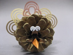 Pinecone Turkey Pinecone Turkey, Swing Card, Craft Projects, Projects To Try, Pine Cone Crafts, Cute Diys, Thanksgiving Crafts, Bake Sale, Pine Cones