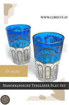 Was wäre die marokkanische Teezeremonie ohne kunstvoll bearbeitete Teegläser? Lange nicht so inspirierend!- deshalb gibt es bei uns wundervolle Dekors auf buntem Grund. Oder schlichte Teegläser mit marokkanischen Metellverzierungen, deren Herstellung wahrlich Fingerspitzengefühl voraussetzt. #marokko #design #fes #marrakesch #teeglas #tee Fes, Shot Glass, Tableware, Design, Ageless Beauty, Copper Color, Moldings, Marrakech, Inspirational