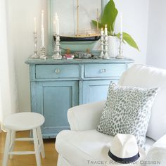 Living Room – Home Decor Designs Beach Cottage Style, Beach Cottage Decor, Coastal Cottage, Cottage Rugs, Coastal Style, Coastal Decor, Living Room Turquoise, House Of Turquoise, Coastal Living Rooms