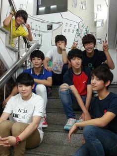 Seventeen Member (Pledis boy group) Pre-debut oh my word jeonghan with short hair Going Seventeen, Seventeen Memes, Mingyu Seventeen, Seventeen Debut, Seventeen Scoups, Hip Hop, Woozi, Wonwoo, Kung Fu